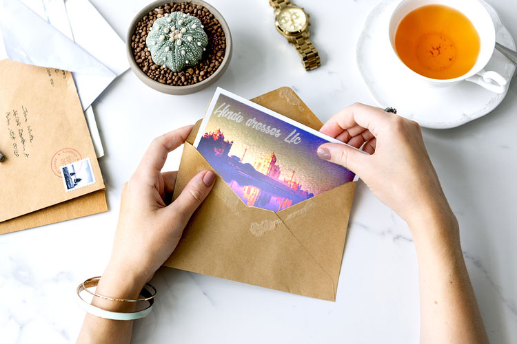 https://cdn.4over4.com/assets/products/394/gloss-laminated-postcard-21.jpg