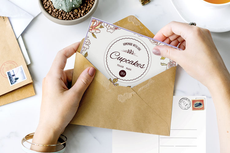 https://cdn.4over4.com/assets/products/400/layer-cake-postcards-2.jpg