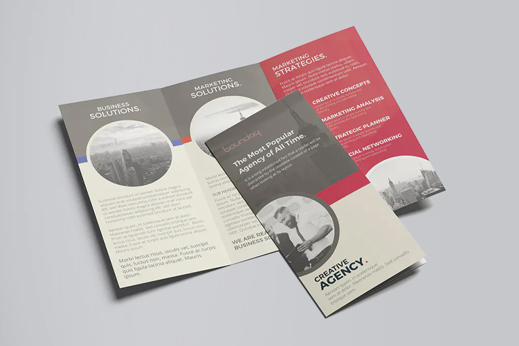 https://cdn.4over4.com/assets/products/453/Folded-flyers-1.jpg